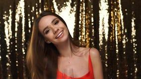 Partido Mujer que se divierte, Champagne And Dancing de consumición almacen de metraje de vídeo