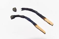 Partidos quemados aislados en el primer blanco del fondo Imágenes de archivo libres de regalías