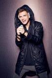 Partie à la mode élégante d'homme de chanteur d'écouteurs sexy beaux du DJ Image libre de droits
