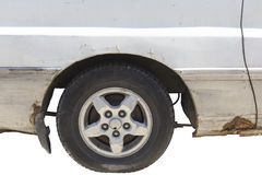 Partie antérieure brisée de voiture d'isolement sur le blanc Photos libres de droits
