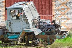 Partie avant de vieux tracteur démonté Photo libre de droits