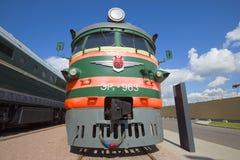 Partie avant du plan rapproché soviétique du train électrique ER2 Le musée des chemins de fer de la Russie photos libres de droits
