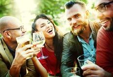 Partie célébrant l'amitié buvant le concept de Togetherntess Photo stock