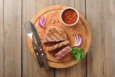 Partie délicieuse de bifteck de boeuf rare moyen maigre grillé sain Images libres de droits
