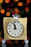 Partie d'Ève de bonne année avec l'horloge d'or Photographie stock libre de droits