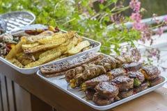 Partie de barbecue sur le balcon photographie stock libre de droits