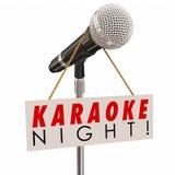 Partie de chant d'amusement de la publicité de signe de microphone de nuit de karaoke Photographie stock libre de droits