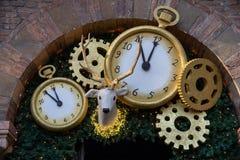 Partie de décoration pour la fin de l'année, minutes de minuit moins cinq image libre de droits