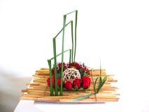 Partie de fleur sur le bois en bambou Image libre de droits