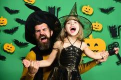 Partie de Halloween et concept de célébration Magicien et petite sorcière photos libres de droits