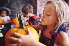 Partie de Halloween pour des enfants Photos libres de droits