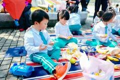 Partie de jour du ` s d'enfants pique-nique de jardin Photographie stock
