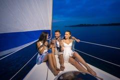 Partie de la jeunesse sur un yacht Photos stock