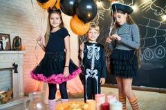 Partie de maison de Halloween à toute allure Photos libres de droits