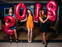 Partie de nouvelle année Belles filles dans la boîte de nuit Photos libres de droits