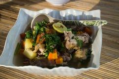 Partie de plan rapproché de soupe à Ayam Chicken de concession photographie stock libre de droits