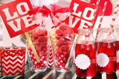 Partie de Saint-Valentin avec l'inscription d'amour Photographie stock libre de droits