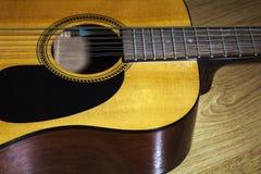 Partie du corps de guitare de ficelle du jaune 12 Photos stock