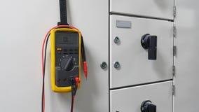 Partie et accessoires électriques dans le coffret de contrôle, distributeur de contrôle, lock-out, tagout photo libre de droits