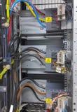 Partie et accessoires électriques dans le coffret de contrôle, le contrôle et le distributeur de puissance images stock