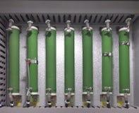 Partie et accessoires électriques dans le coffret de contrôle, le contrôle et le distributeur de puissance photographie stock