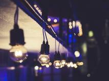 Partie extérieure de nuit de festival d'événement de décoration de lumières photographie stock libre de droits