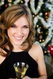 Partie : Jolie femme dans costumé par l'arbre de Noël Images stock