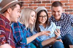 Partie moderne avec des téléphones portables Photos libres de droits