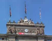 Partie supérieure du bâtiment principal de gare ferroviaire de Zurich Photos stock
