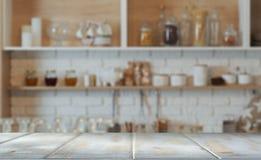Partie supérieure du comptoir blanche de cuisine photos stock