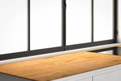 Partie supérieure du comptoir vide avec des châssis de fenêtre dans la cuisine Photos stock