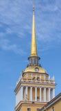 Partie supérieure le du bâtiment d'Amirauté à St Petersburg, Russ Photos stock