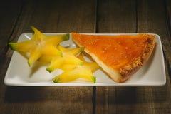 Partie supérieure orange de gâteau Images stock