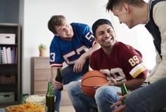 Parties de football de observation Image libre de droits
