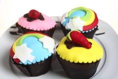 Partij cupcakes op een plaat stock foto