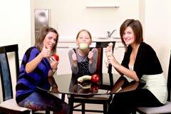 Partij. Drie vrolijke meisjes. Royalty-vrije Stock Fotografie