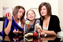 Partij. Drie vrolijke meisjes. Royalty-vrije Stock Foto's