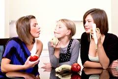 Partij. Drie vrolijke meisjes. Stock Afbeelding