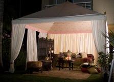 Partij of huwelijkstent bij nacht Royalty-vrije Stock Afbeeldingen