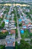 Partij van dak in de kleine stad. Stock Foto