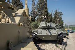 Partij van oude pantsertanks die bij Gepantserd de Korpsenmuseum van Latrun wordt voorgesteld royalty-vrije stock fotografie
