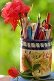 Partij van potloden in de kruik Stock Foto's