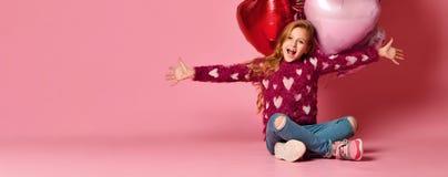 Partijmeisje, ballons, die pret hebben De partij van de verjaardag Gelukkig meisje royalty-vrije stock fotografie