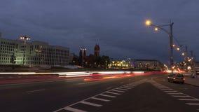 A partir de día al tráfico de ciudad de la noche Enfoque hacia fuera, tiro de time lapse almacen de metraje de vídeo
