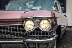 Partisk closeup av en klassisk bil från femtiotalet royaltyfri foto