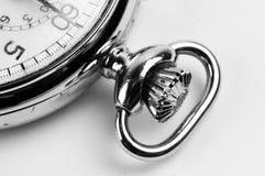 Partisk detaljerad blick på en stoppur i svartvitt Royaltyfri Bild