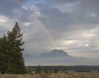Partisk regnbåge över Mt Moran på en molnig dag Royaltyfria Foton