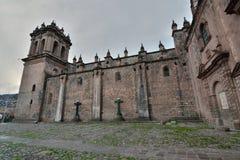 Partisk sikt av domkyrkabasilikan av antagandet av oskulden Cusco peru Arkivbilder