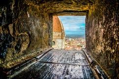 Partisk sikt av Florence Cathedral och cityscapen arkivfoto
