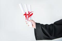 Partisk sikt för närbild av hållande diplom för student Royaltyfria Foton